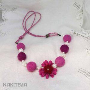 Ogrlica polstena roza